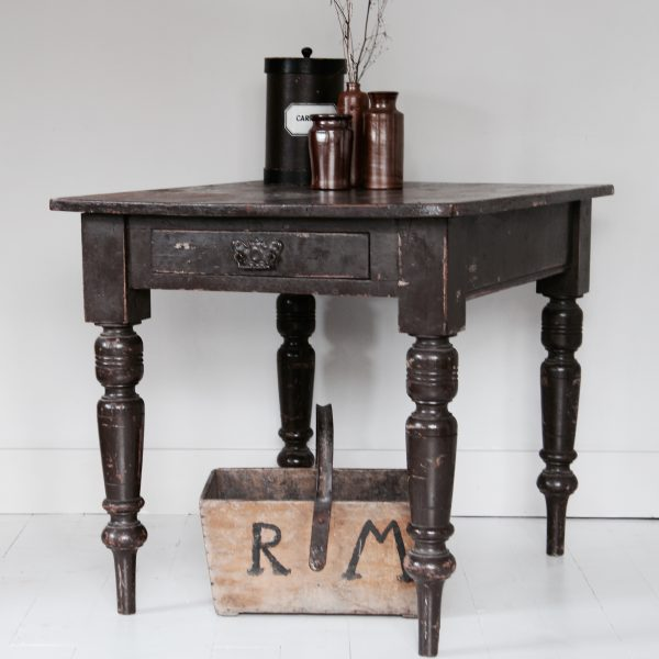 Small late Victorian dining table