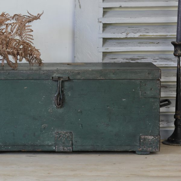 Late Victorian wooden chest in original paint