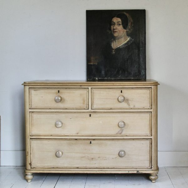 Beautiful early Victorian pine chest of drawers
