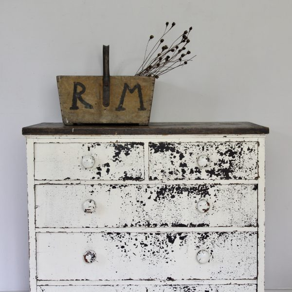 Striking Victorian chest of drawers
